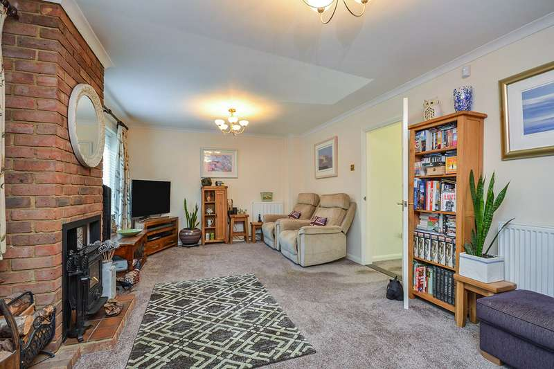 4 Bedrooms Detached House for sale in Mountsfield Close, Maidstone, Kent, ME16