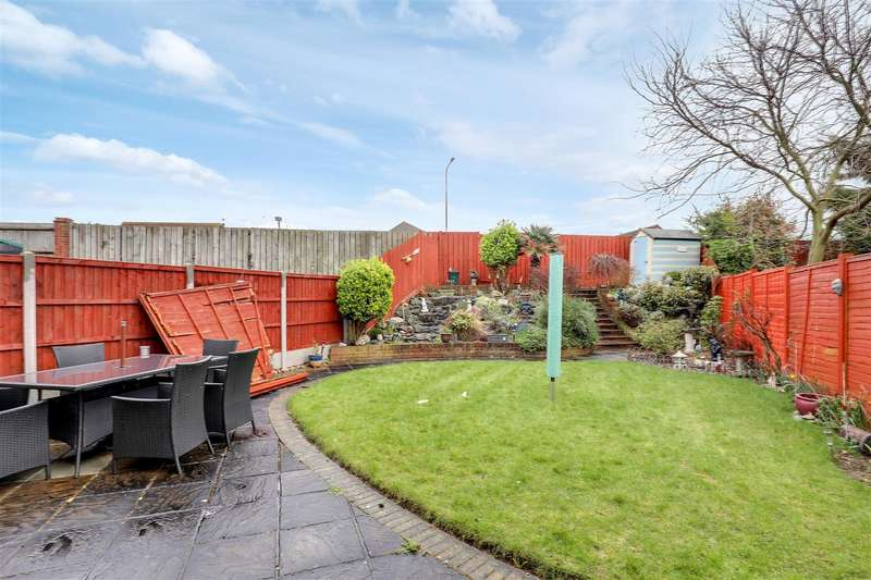 3 Bedrooms Detached House for sale in Rettendon Drive