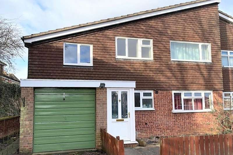 3 Bedrooms Flat for sale in Yew Tree Crescent, Melton Mowbray