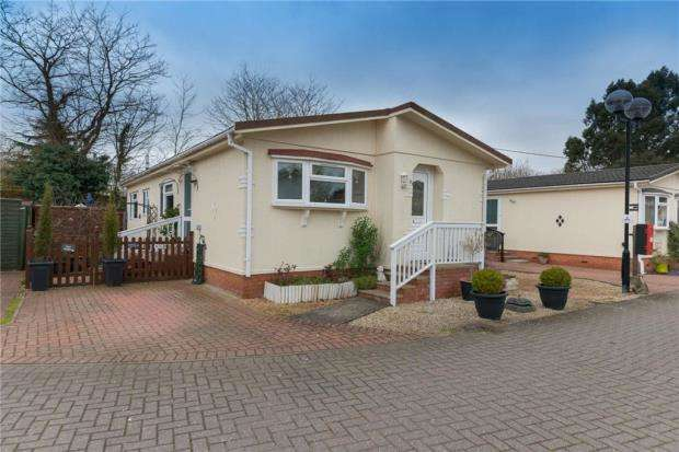 2 Bedrooms Mobile Home for sale in Flagship Park, Flag Hill, Great Bentley