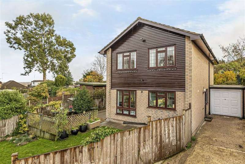 4 Bedrooms Detached House for sale in Hillary Rise, Barnet, Hertfordshire