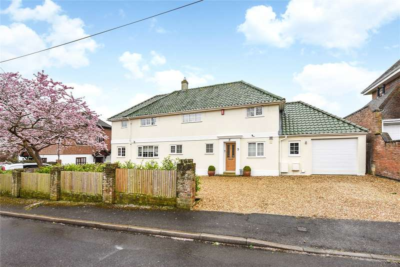 4 Bedrooms Detached House for sale in West Hayes, Lymington, Hampshire, SO41