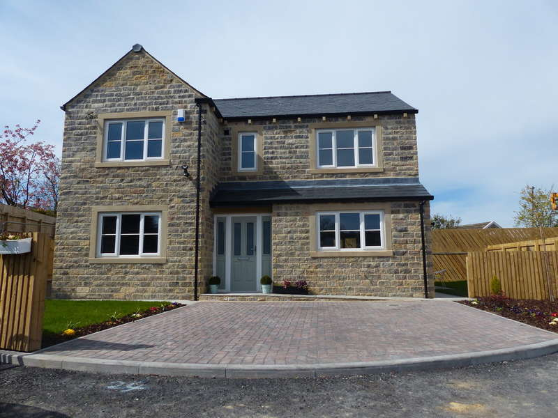 4 Bedrooms Detached House for sale in Rowan Drive, Foulridge