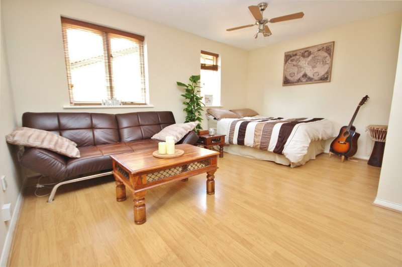 Studio Flat for rent in Vignoles Road, Romford, RM7