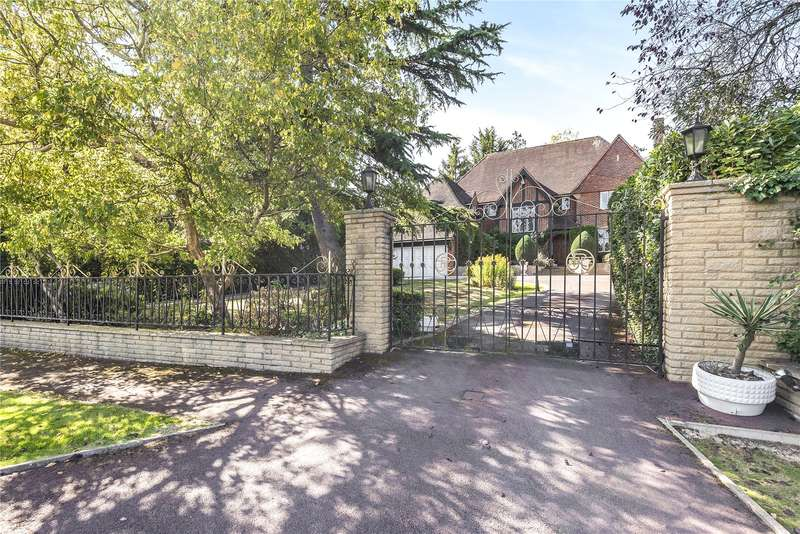5 Bedrooms Detached House for sale in Russell Road, Moor Park, Middlesex, HA6