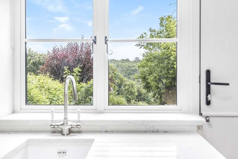 2 Bedrooms Cottage House for sale in Chalford Hill