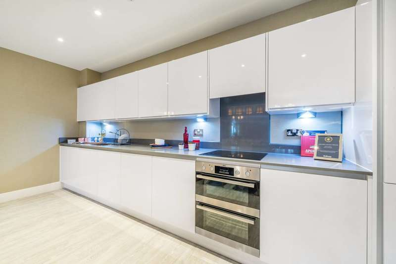3 Bedrooms Flat for sale in Lion Wharf, Isleworth, TW7