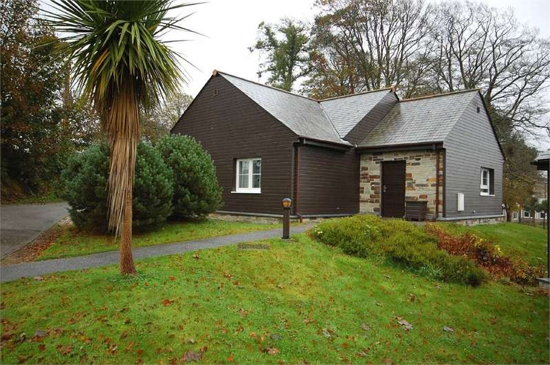 2 Bedrooms Detached Bungalow for sale in Lodge 301, Trenython Manor, Tywardreath, Cornwall, PL24
