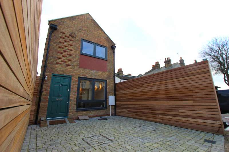 1 Bedroom Detached House for sale in Pall Mall, Leigh-on-Sea, Essex, SS9