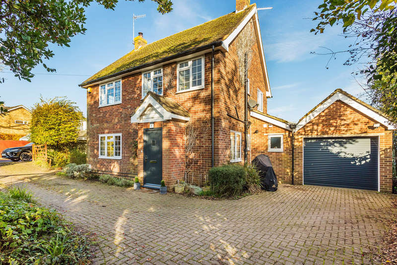 4 Bedrooms Detached House for sale in Orchard Drive, Edenbridge, TN8