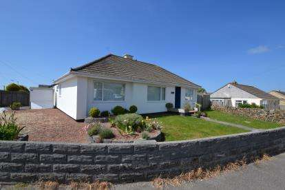 4 Bedrooms Bungalow for sale in Camborne, Cornwall