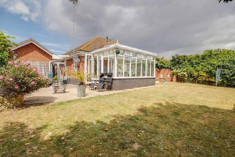 3 Bedrooms Detached Bungalow for sale in Shoreham Road, Clacton-on-Sea