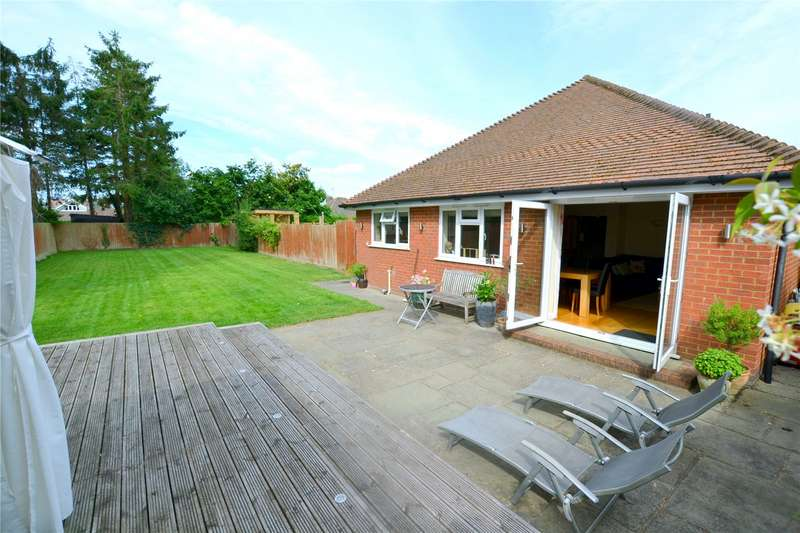 3 Bedrooms Detached House for sale in Hampton Drive, Ringwood, Hampshire, BH24