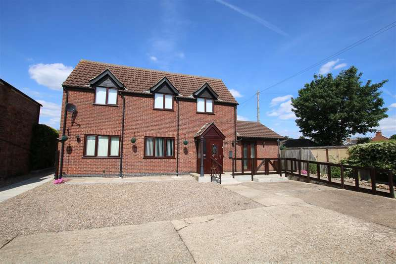 4 Bedrooms Detached House for sale in Westgate, Ruskington