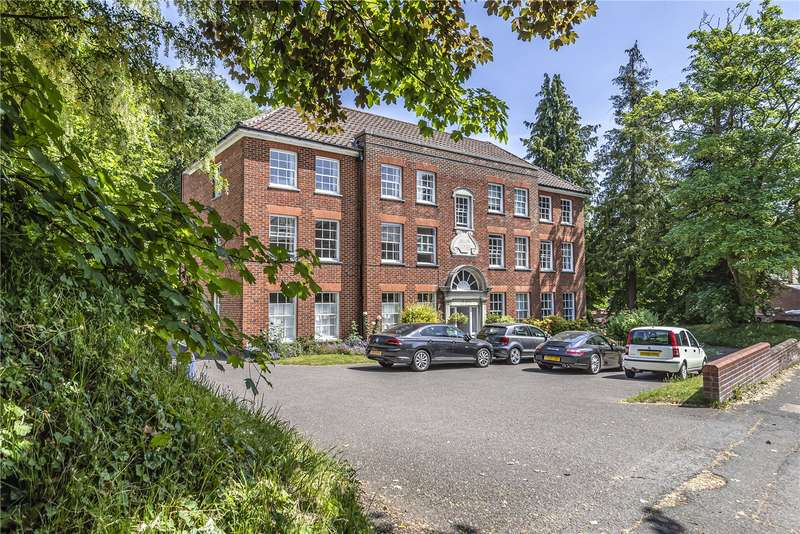 2 Bedrooms Flat for sale in Avlan Court, St. Cross Road, Winchester, Hampshire, SO23