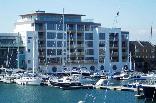 3 Bedrooms Apartment Flat for sale in Harbour Club Apartments, Sovereign Harbour North, Eastbourne