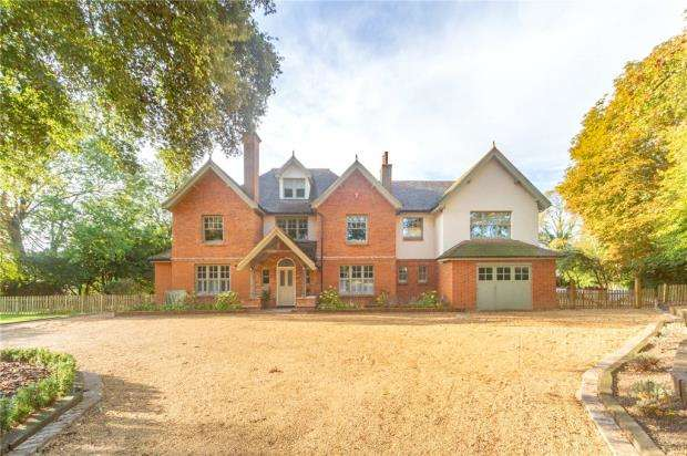 6 Bedrooms Detached House for sale in South Drive, Wokingham, Berkshire