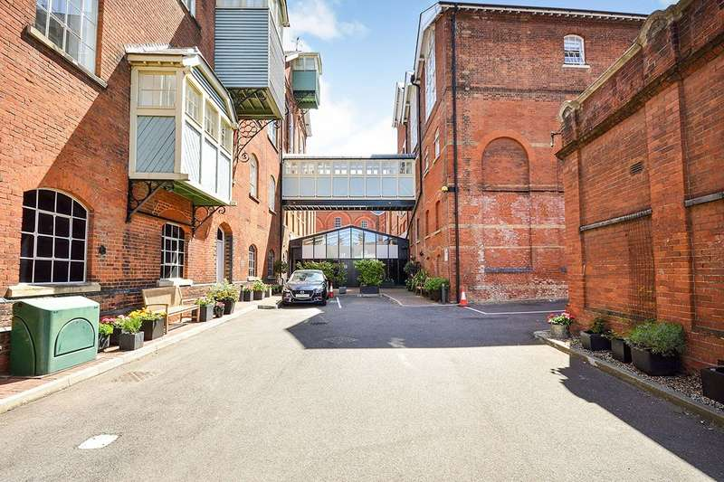 2 Bedrooms Apartment Flat for sale in The Tunhouse, Court Street, Faversham, Kent, ME13