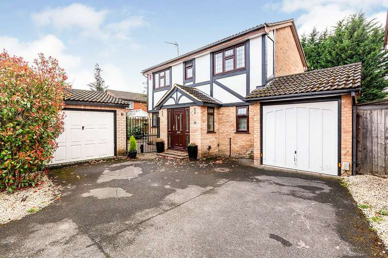 4 Bedrooms Detached House for sale in Borrowdale Close, Egham, TW20