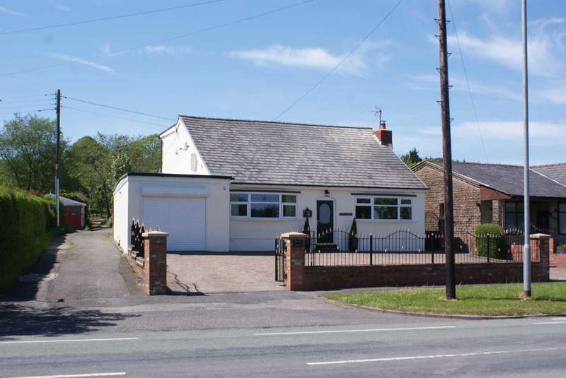 4 Bedrooms Detached House for sale in Dorma Bungalow - Bolton Road, Darwen