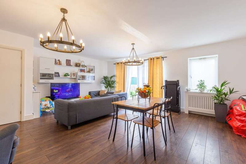 3 Bedrooms Terraced House for sale in Ripple Road, Barking, IG11