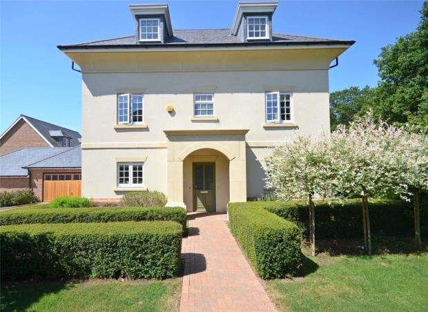 5 Bedrooms Detached House for sale in Betony Rise, Warfield, Bracknell