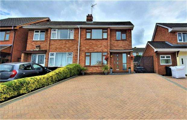 3 Bedrooms Semi Detached House for sale in Clent Drive, Nuneaton, Warwickshire