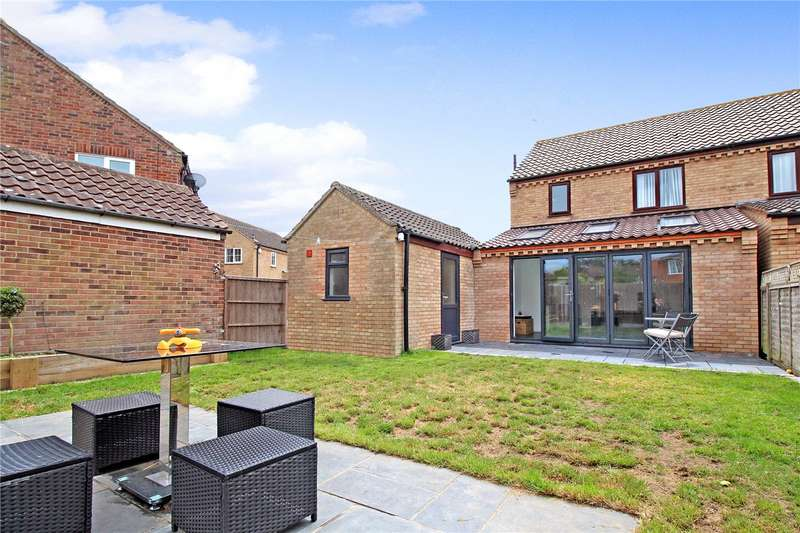 3 Bedrooms Semi Detached House for sale in Farmland Close, Reydon, Southwold, Suffolk, IP18