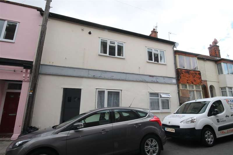2 Bedrooms Apartment Flat for sale in Newgate Street, Walton on the Naze