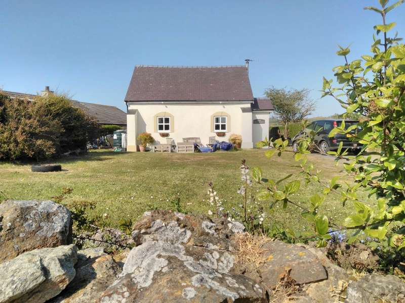 2 Bedrooms Detached House for sale in Rhosybol, Amlwch, Anglesey, LL68