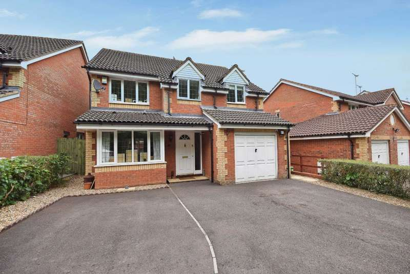 4 Bedrooms Detached House for sale in Park Village, Basingstoke, RG24