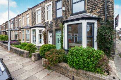 4 Bedrooms End Of Terrace House for sale in Barrowford Road, Colne, Lancashire, BB8