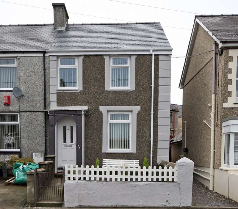 3 Bedrooms Semi Detached House for sale in County Road, Penygroes, Caernarfon, LL54
