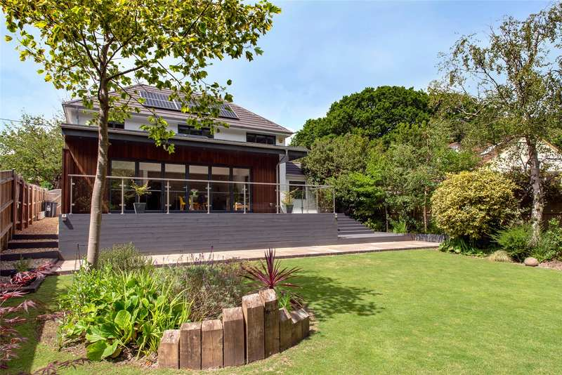 4 Bedrooms Detached House for sale in Elphinstone Road, Highcliffe, Christchurch, BH23