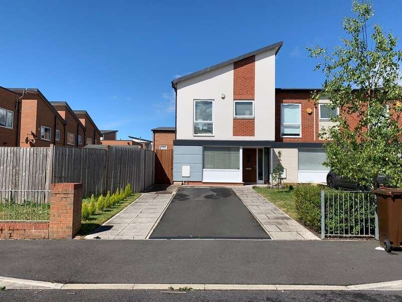 3 Bedrooms End Of Terrace House for sale in Carbis Avenue, Manchester, Greater Manchester, M11