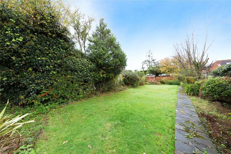 2 Bedrooms Detached Bungalow for sale in Wingletye Lane, Hornchurch, RM11