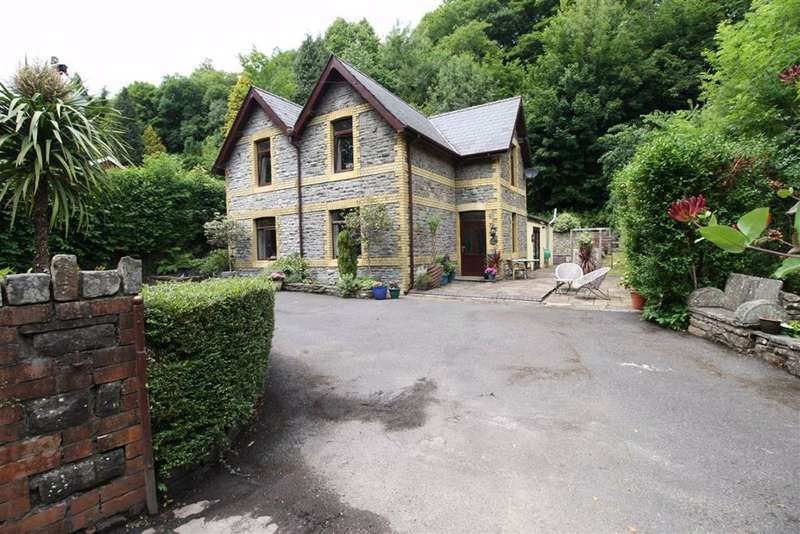 5 Bedrooms Detached House for sale in Mill Place, Mountain Ash, Mid Glamorgan