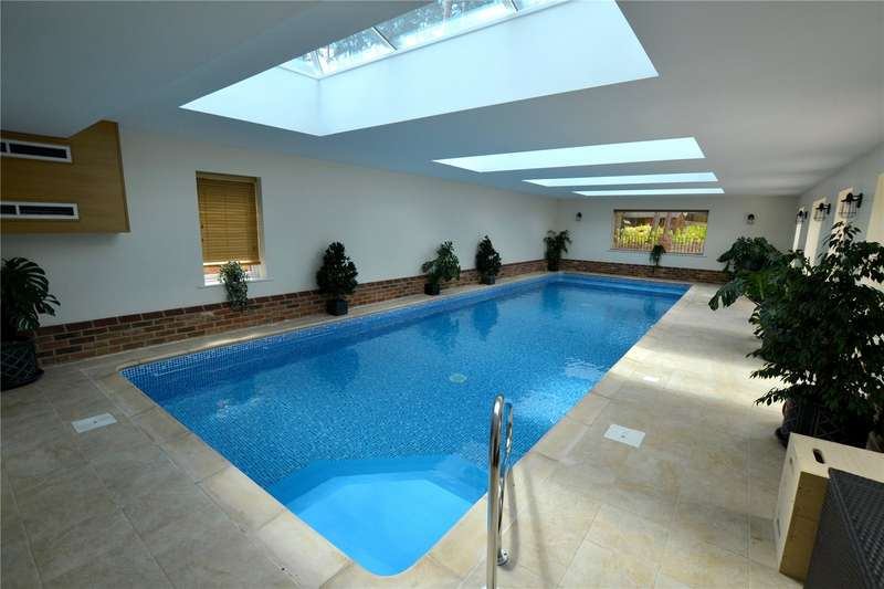 6 Bedrooms Detached House for sale in Avon Avenue, Ringwood, Hampshire, BH24
