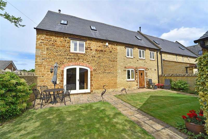 4 Bedrooms Barn Conversion Character Property for sale in Orlingbury