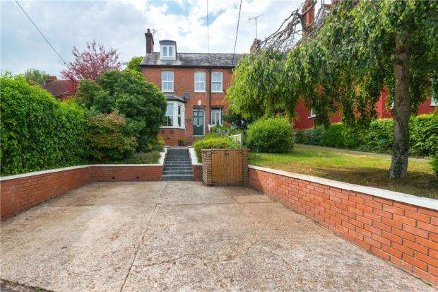 3 Bedrooms Semi Detached House for sale in London Road, Braintree, Essex