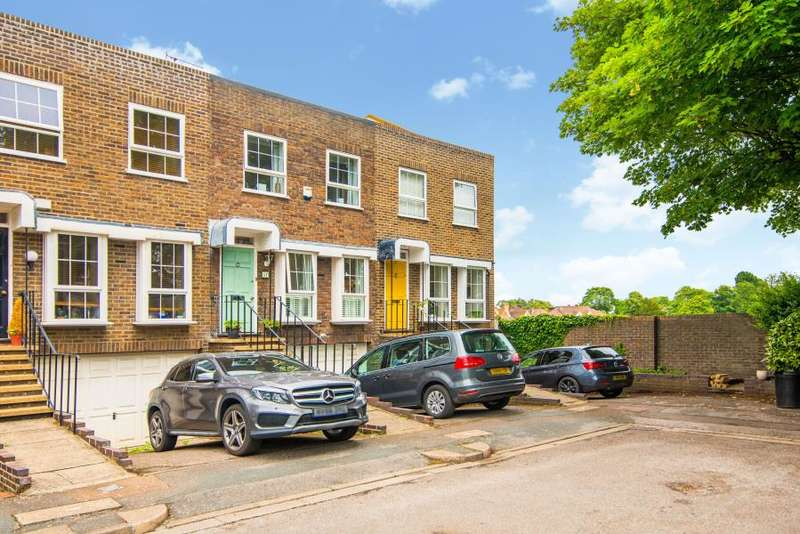 5 Bedrooms House for rent in Shaftesbury Way, Strawberry Hill, TW1