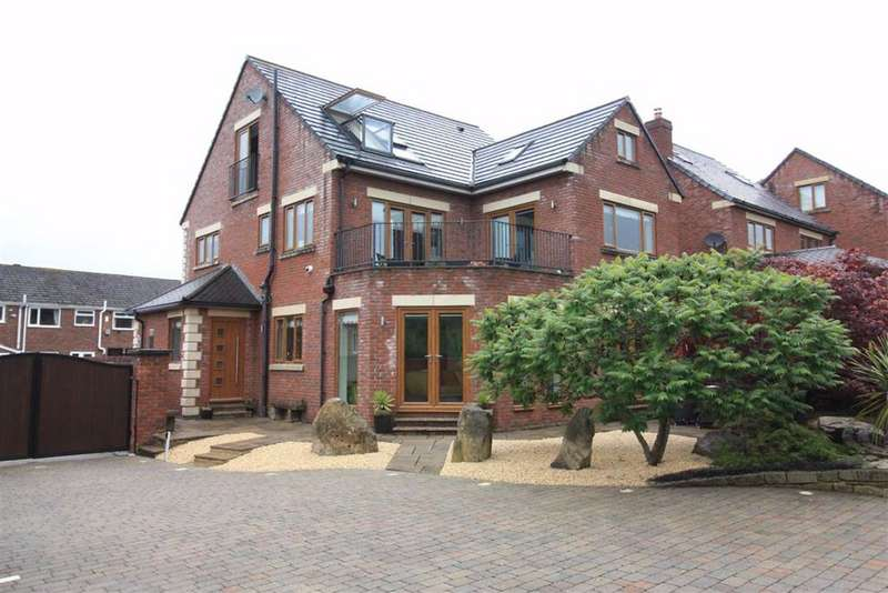5 Bedrooms Detached House for sale in The Meadows, Lepton, Huddersfield