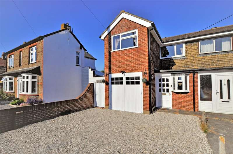 3 Bedrooms Semi Detached House for sale in Little Wakering Road, Little Wakering, Southend-On-Sea
