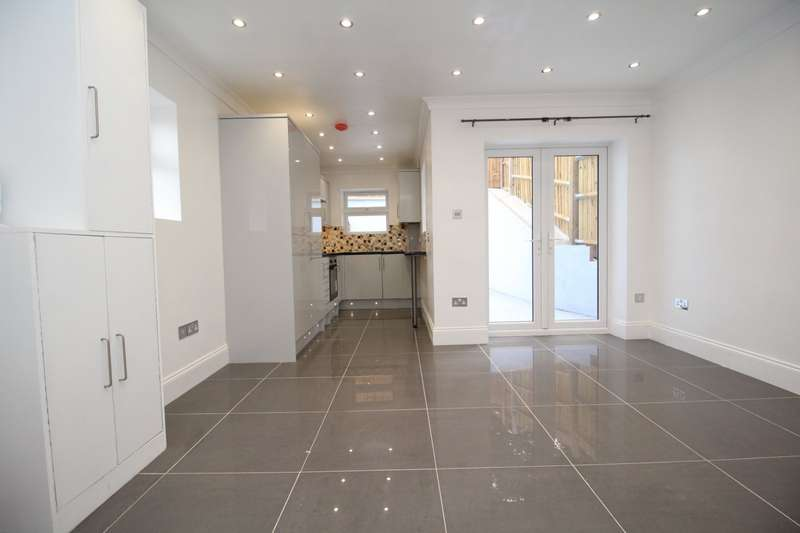 1 Bedroom Maisonette Flat for sale in Upper Luton Road, Chatham, Kent, ME5