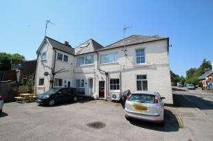 3 Bedrooms Maisonette Flat for sale in Winchester House, Cranbrook Road, Cranbrook, Kent