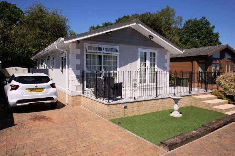 2 Bedrooms Property for sale in Wickham Court, Southwick Road, North Boarhunt