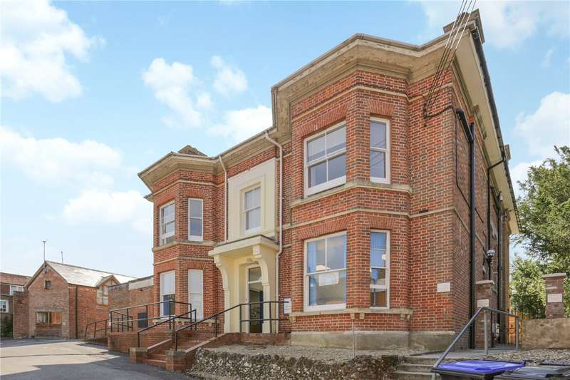 3 Bedrooms Flat for sale in The Grange, 40 High Street, Pewsey, Wiltshire, SN9