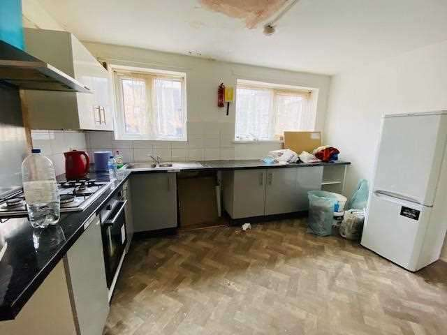 4 Bedrooms Detached House for rent in Parr Road, London