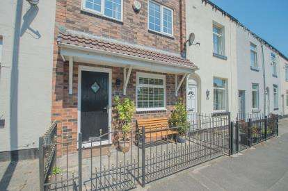 2 Bedrooms Terraced House for sale in Manchester Road, Kearsley, Bolton, Greater Manchester