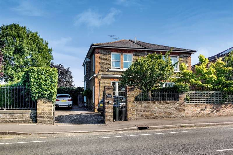3 Bedrooms Semi Detached House for rent in Riverside Villas, Portsmouth Road, Long Ditton, Surbiton, KT6
